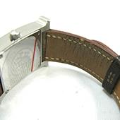錶帶皮革有裂縫或破損